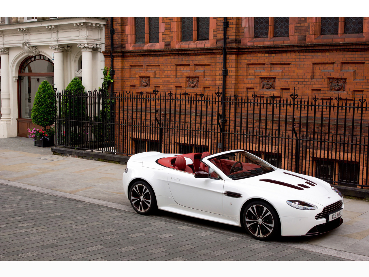 2012 aston martin v12 vantage roadster. Black Bedroom Furniture Sets. Home Design Ideas