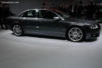 2007 Audi S8 image.