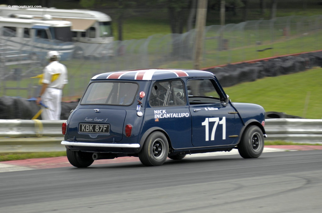 1965 austin mini cooper s at the mid ohio vintage grand prix. Black Bedroom Furniture Sets. Home Design Ideas