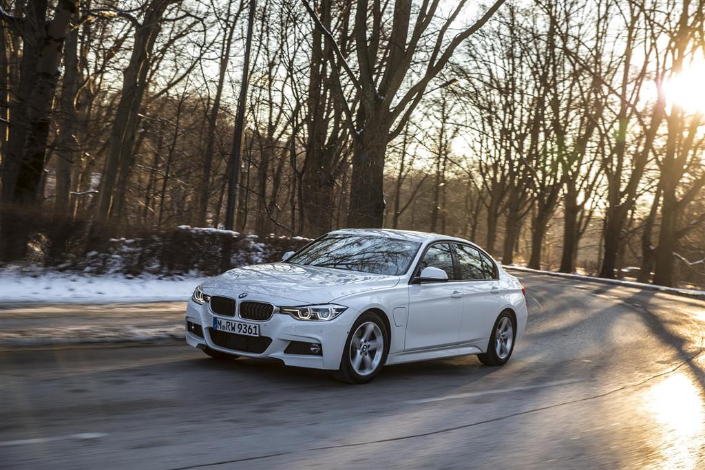 BMW 330e pictures and wallpaper