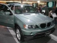 2003 BMW X5 image.