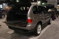 2004 BMW X5 image.