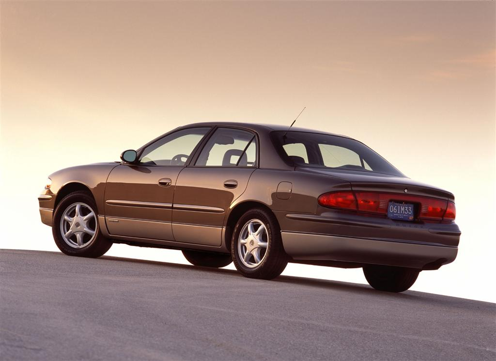 2003 Buick Regal Pictures History Value Research News