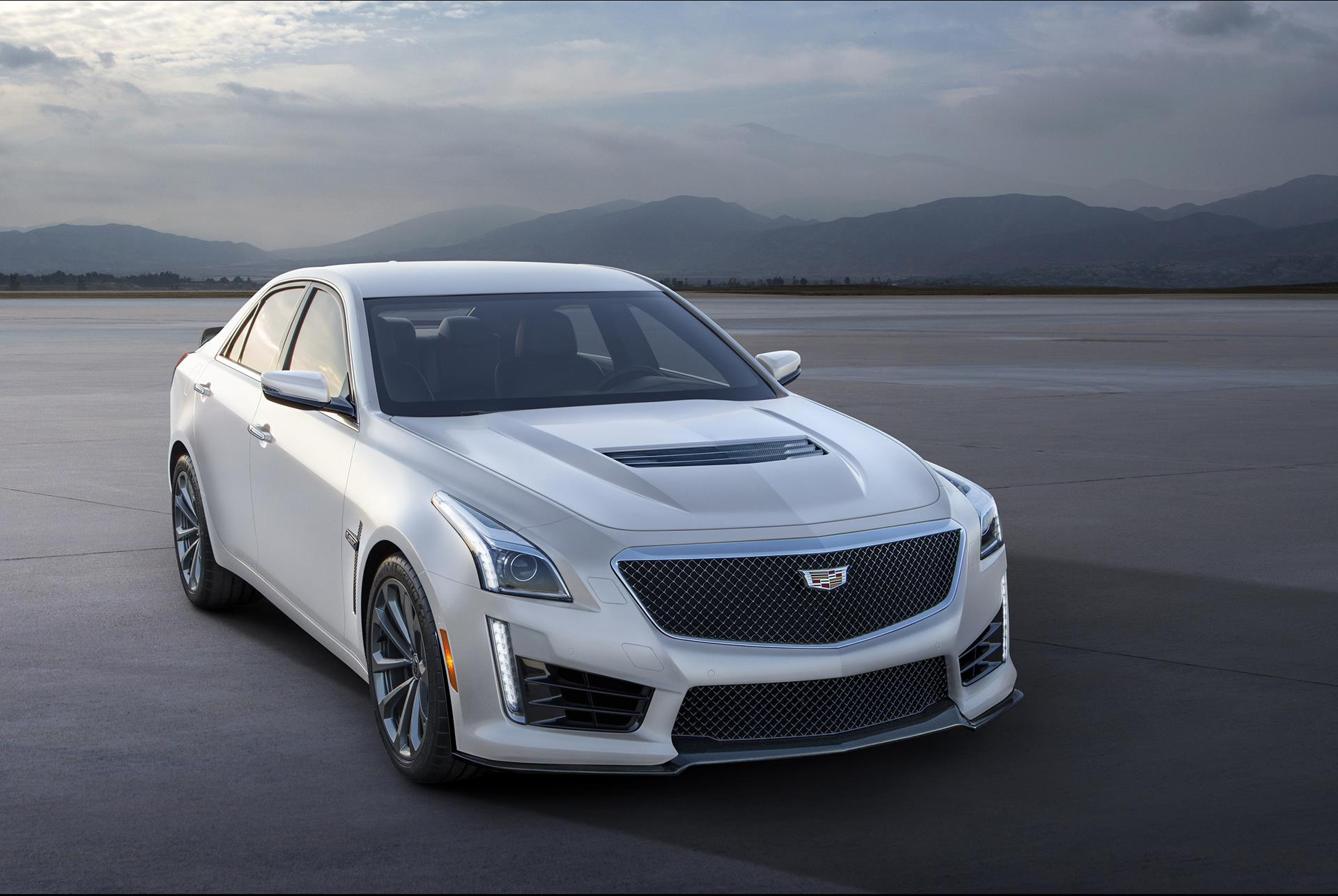 2016 Cadillac CTS-V White Frost Edition pictures and wallpaper