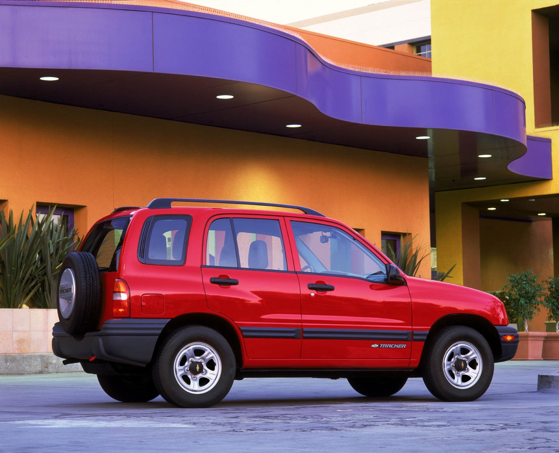 2002 chevrolet tracker pictures history value research news - Tacker fur polstermobel ...