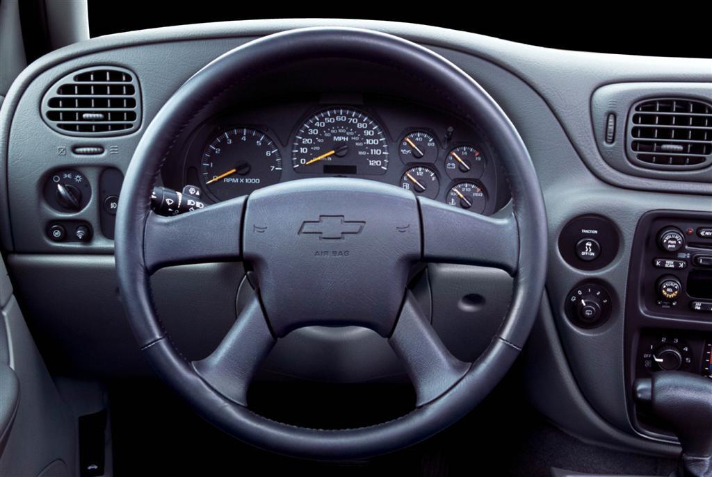 2004 Chevrolet TrailBlazer Pictures, History, Value ...