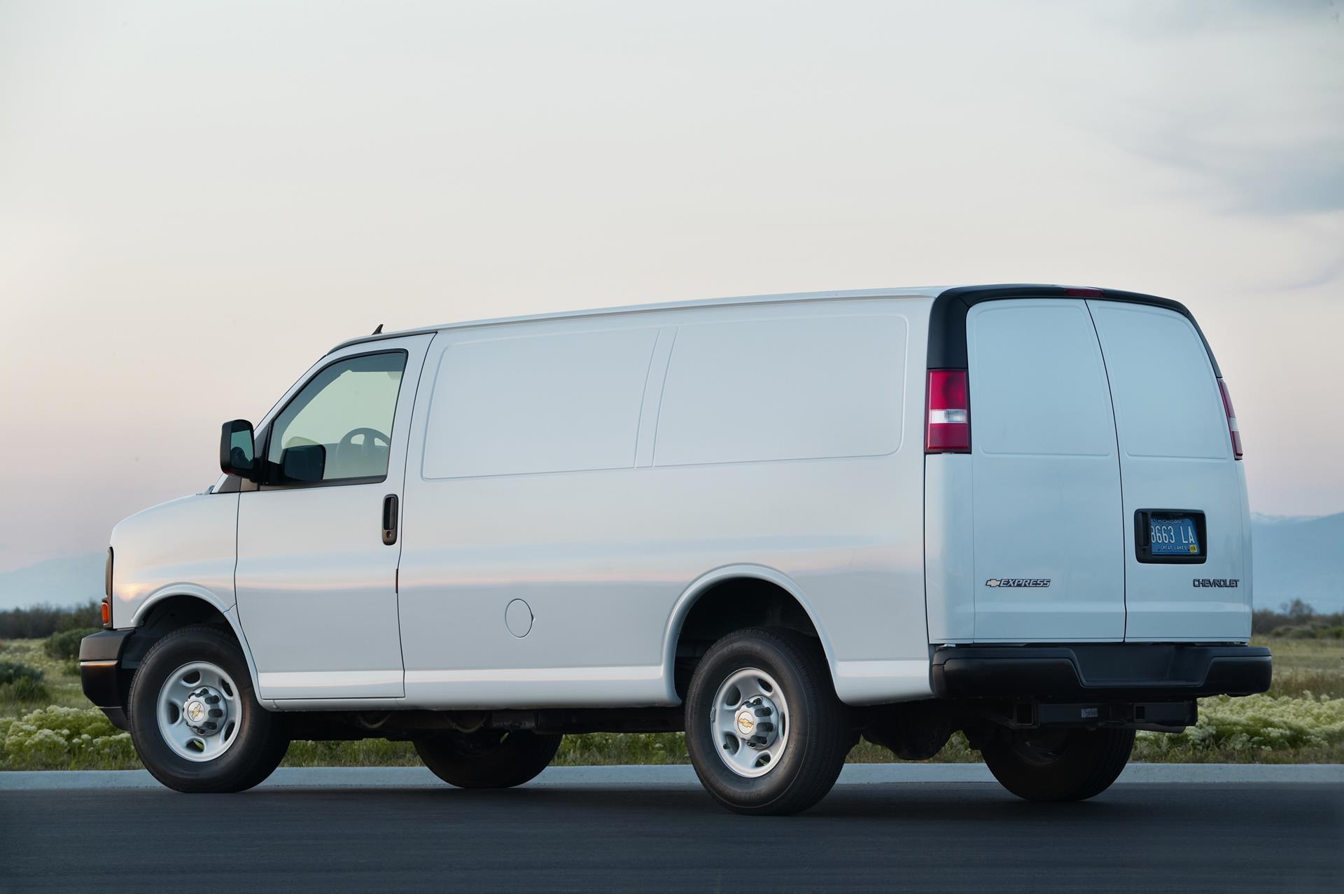 2016 Chevy Express Passenger Van - Release Date, Interior Changes ...