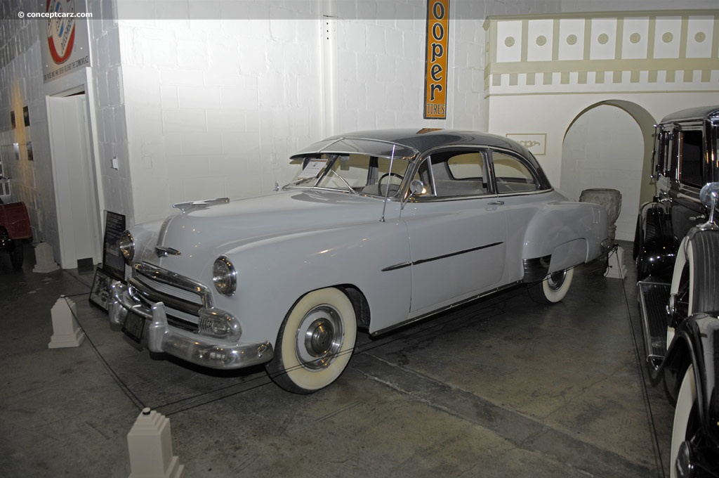 1952 chevrolet deluxe styleline series pictures history for 1952 chevrolet styleline deluxe 4 door