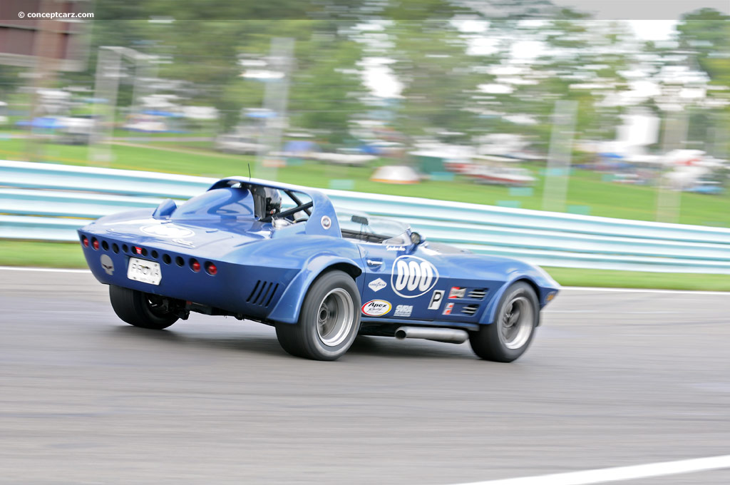 1963 chevrolet corvette at the watkins glen vintage grand prix. Black Bedroom Furniture Sets. Home Design Ideas