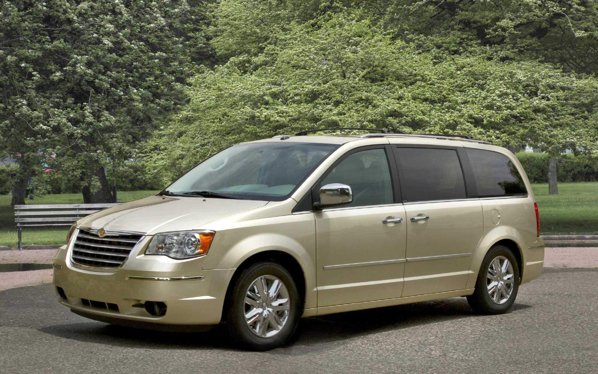 2010 Chrysler Town & Country - conceptcarz.com