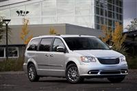 2012 Chrysler Town & Country image.