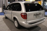 2004 Chrysler Town & Country image.
