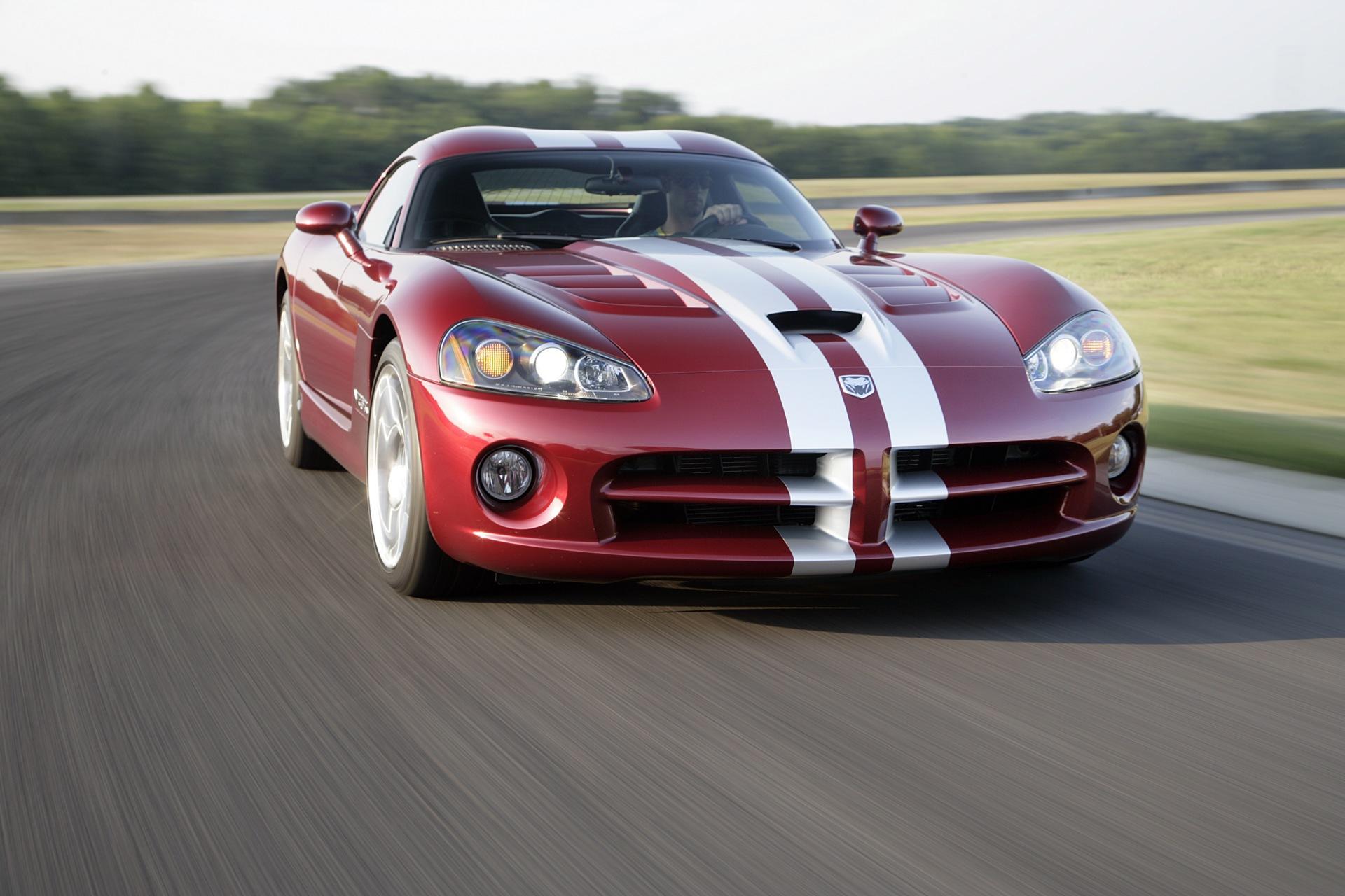 красный спортивный автомобиль Dodge Viper SRT  № 1128554 без смс