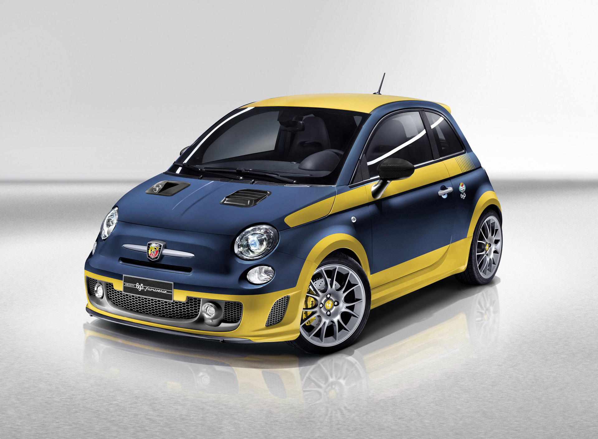 2013 abarth 695 fuori serie. Black Bedroom Furniture Sets. Home Design Ideas