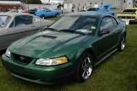 2000 Ford Mustang image.