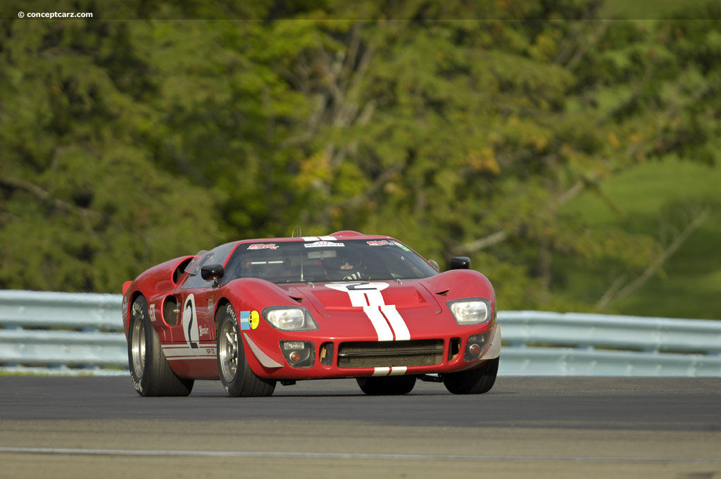 1966 ford gt40 at the watkins glen vintage grand prix. Black Bedroom Furniture Sets. Home Design Ideas
