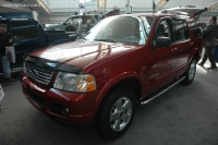 2005 Ford Explorer image.