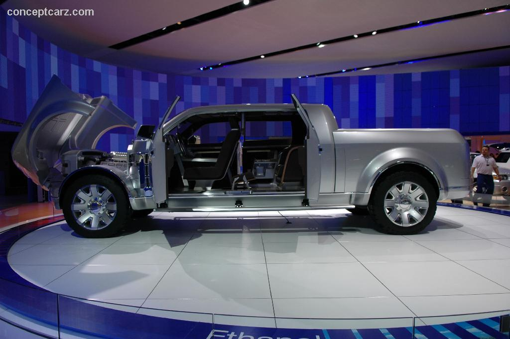 2006 ford f250 super chief concept images photo ford superchief dv 06 das 07. Cars Review. Best American Auto & Cars Review