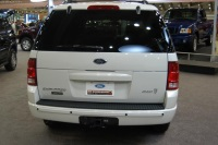 2004 Ford Explorer image.