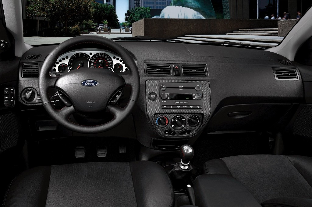 2007 Ford Focus Pictures History Value Research News
