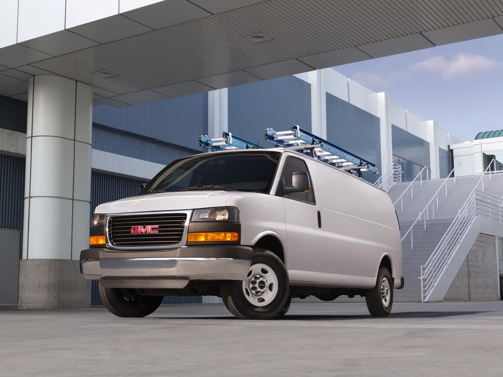 GMC Savana Cargo Van pictures and wallpaper