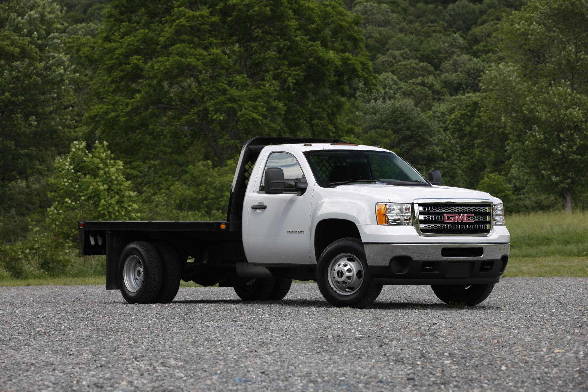 GMC 3500HD Chassis Cab pictures and wallpaper