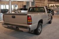2004 GMC Sierra image.