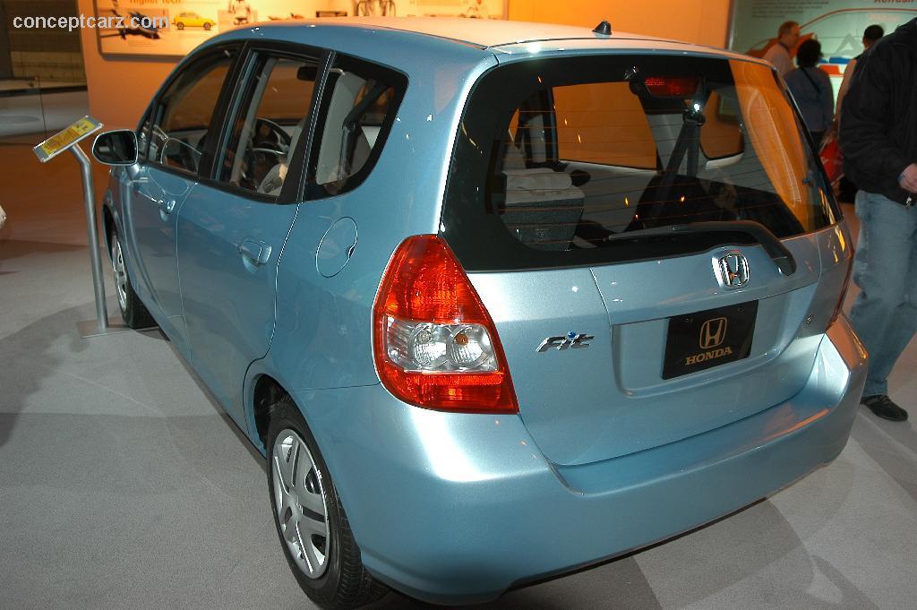 2011 honda fit ev concept electric vehicle wallpaper for Honda fit electric