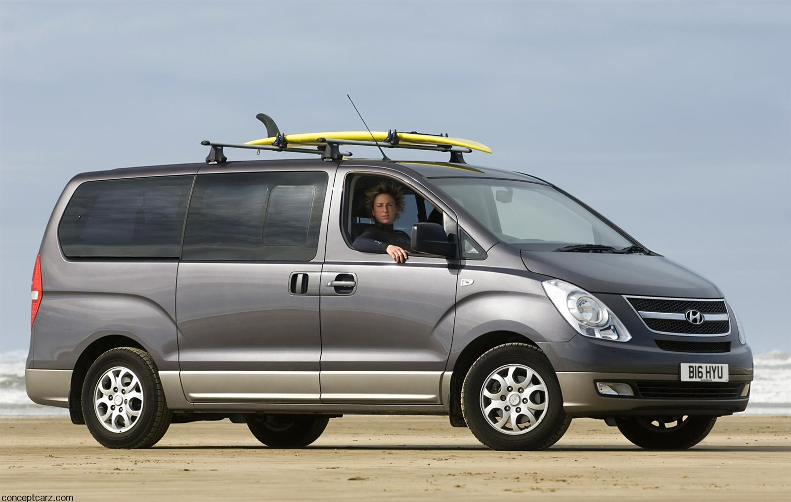 Hyundai discontinues Entourage minivan  LeftLaneNews