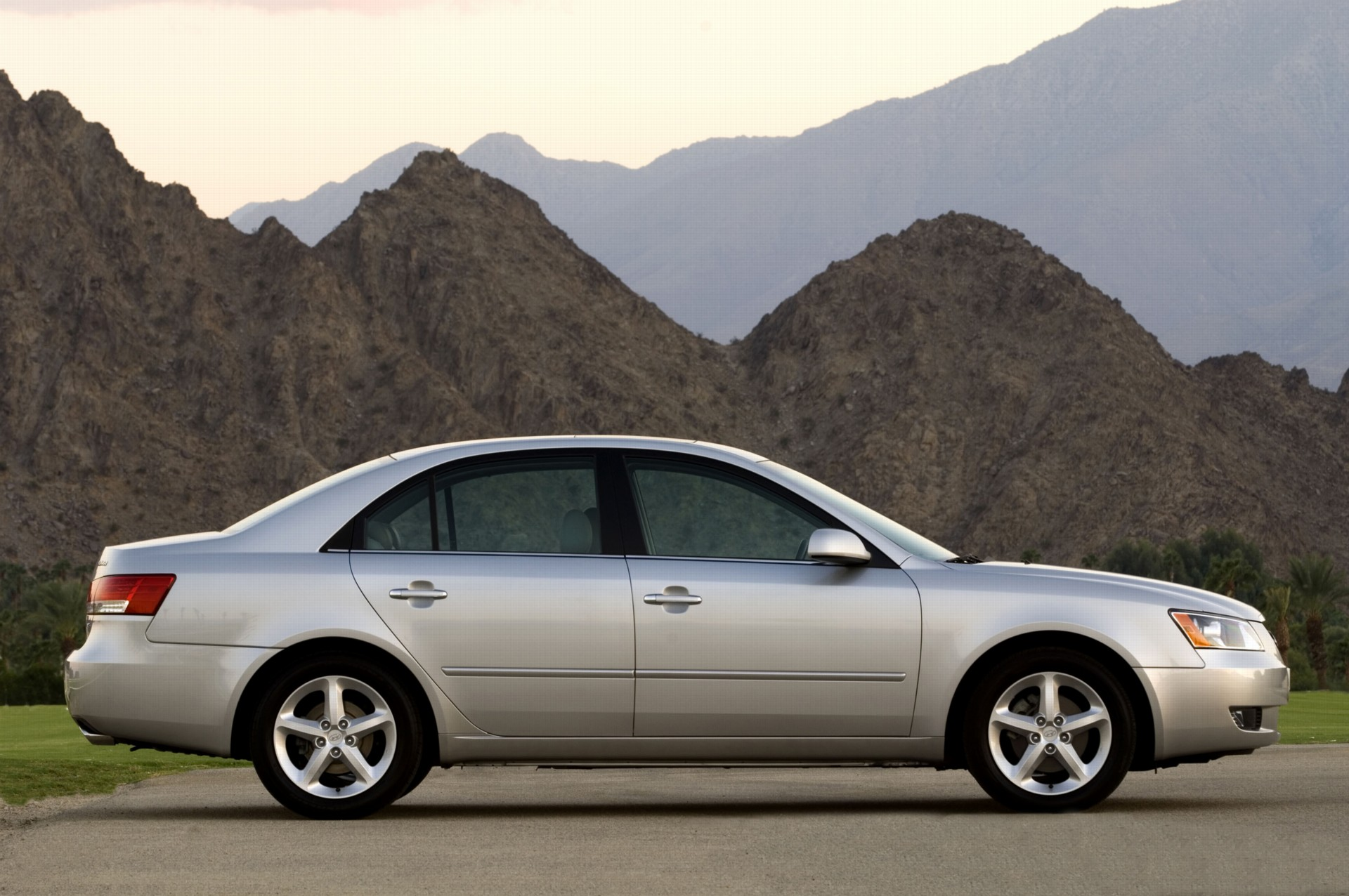2007 Hyundai Sonata Pictures History Value Research