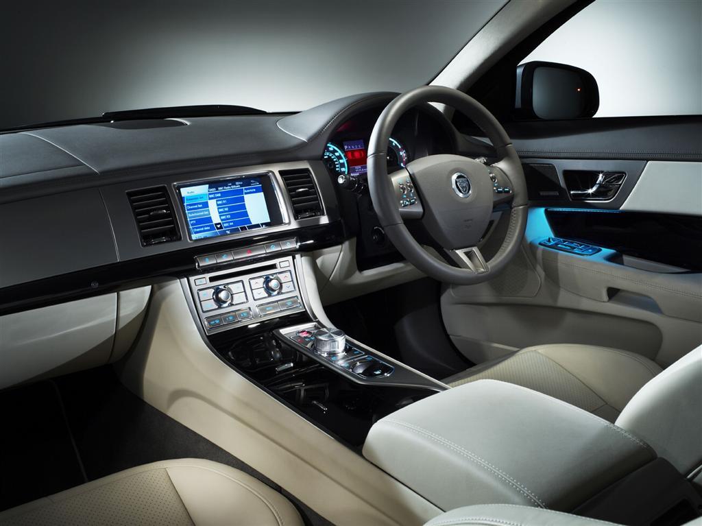 2010 Jaguar XF Interior