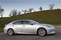 2013 Lexus ES 300h image.