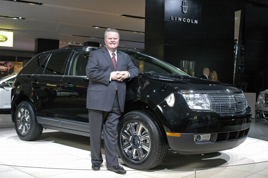 http://www.conceptcarz.com/images/Lincoln/lincoln_MKX_manu-07_02-1024.jpg