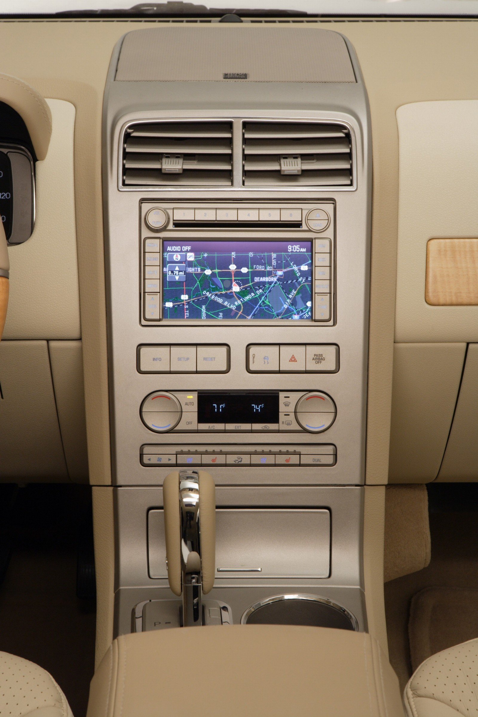 2007 Lincoln MKX Images. Photo: lincoln_MKX_manu-07_i010-1600.jpg