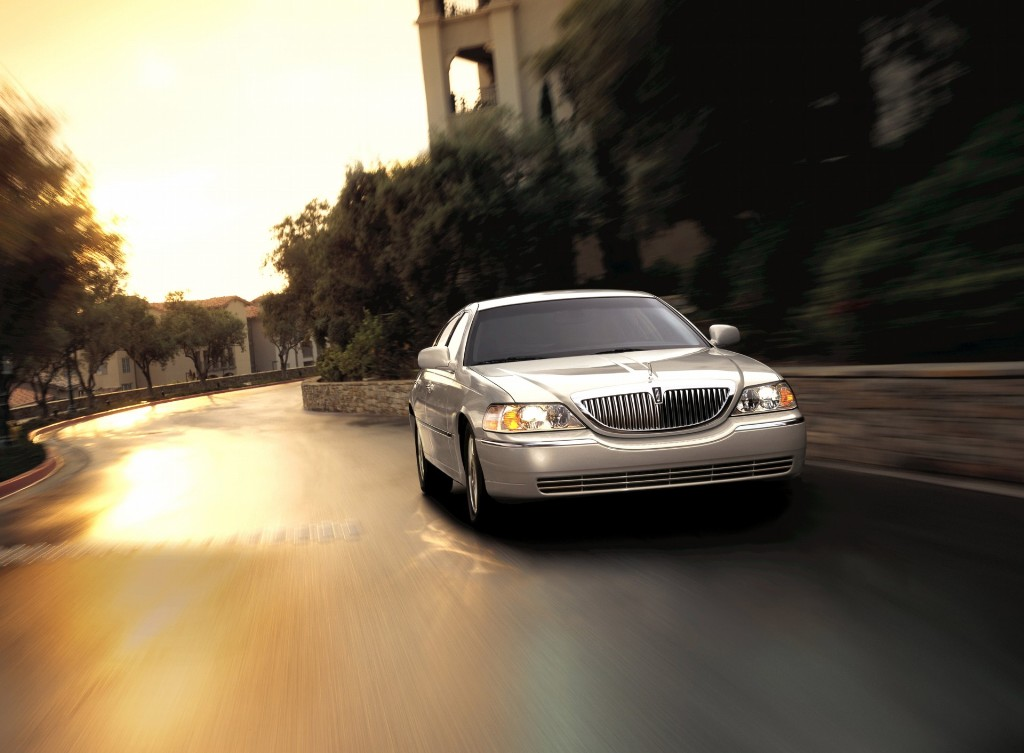 2007 Lincoln Town Car Pictures, History, Value, Research ...