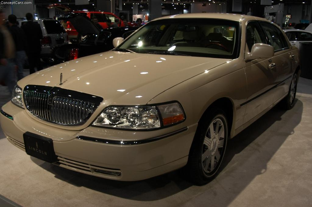 2003 Lincoln Town Car Pictures History Value Research