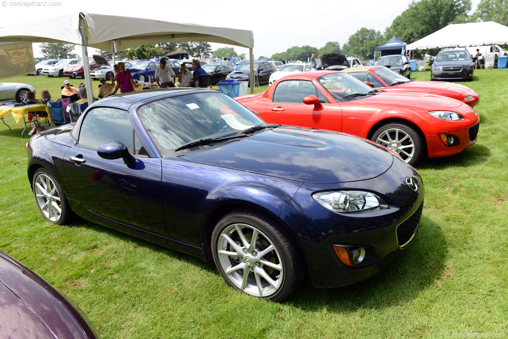 2010 mazda mx 5 miata at the pittsburgh vintage grand prix. Black Bedroom Furniture Sets. Home Design Ideas