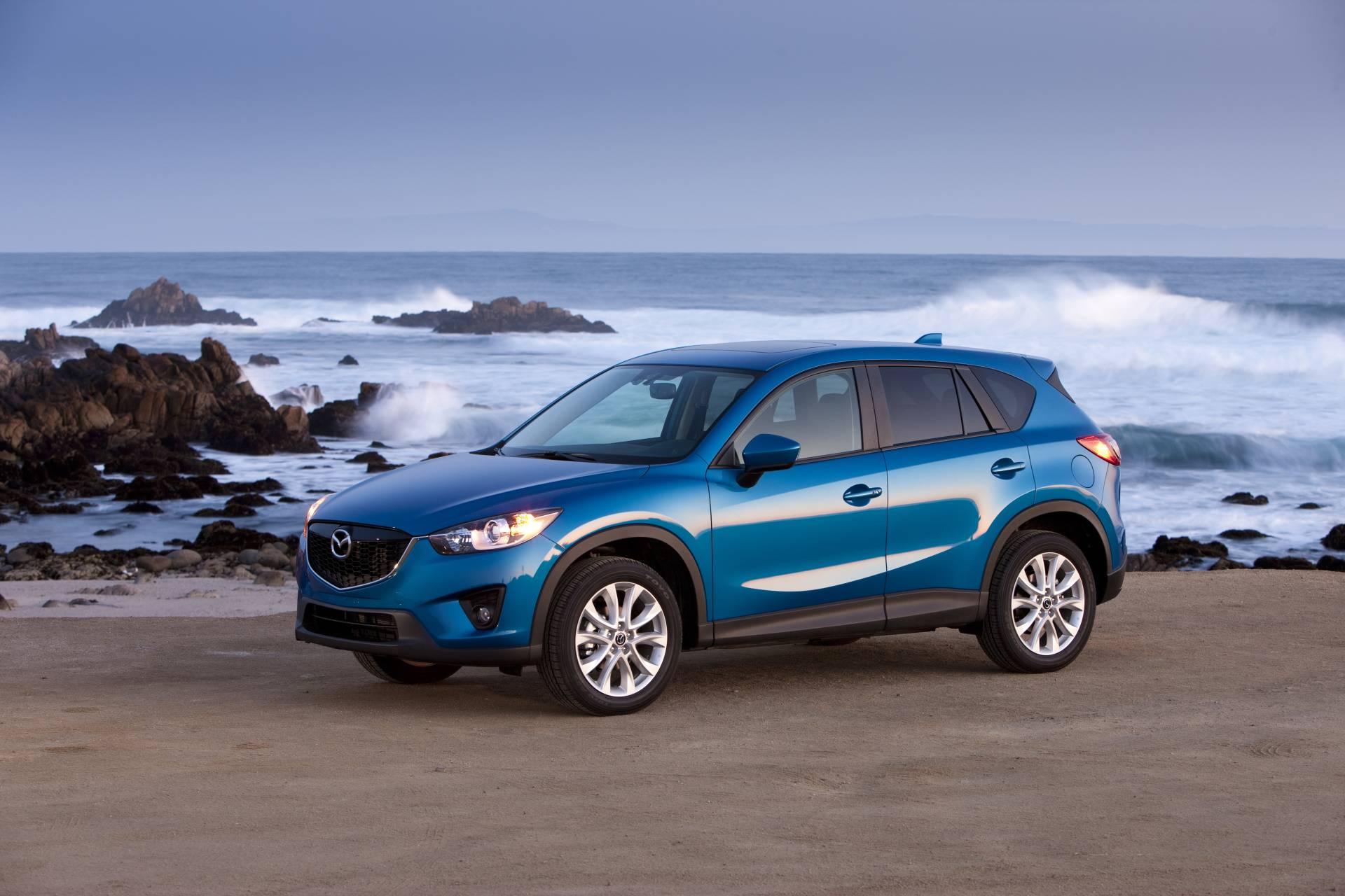 синий автомобиль mazda cx5  № 295225 загрузить