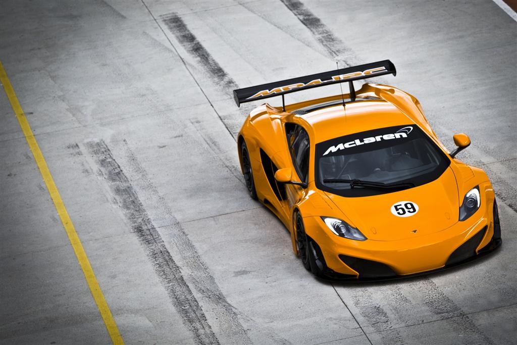 желтый спортивный автомобиль McLaren MP4 12C GT3  № 667637 бесплатно