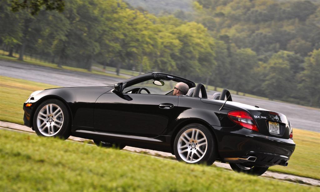 2011 mercedes benz slk class for Mercedes benz coupe convertible