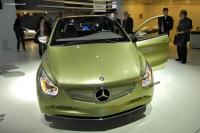 2009 Mercedes-Benz BlueZERO Concept image.