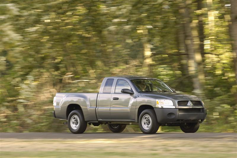 2009 Mitsubishi Raider Image