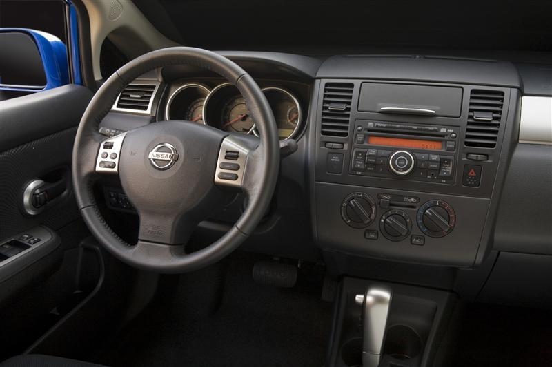 2011 Nissan Versa Image