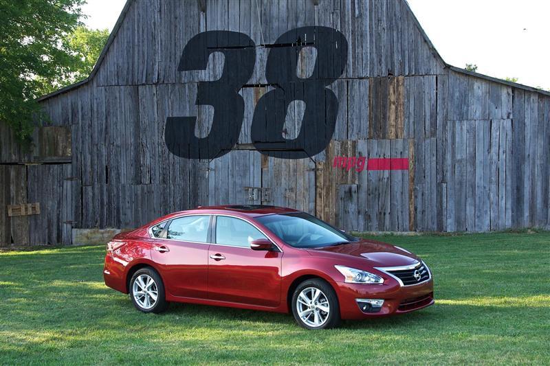 http://www.conceptcarz.com/images/Nissan/2013-Nissan-Altima-Sedan-Image-0009-800.jpg