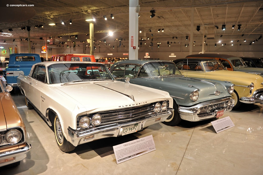 Oldsmobile Ninety-Eight pictures and wallpaper