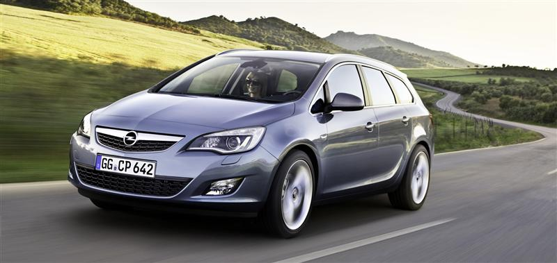 2011 Opel Astra Sports Tourer Image