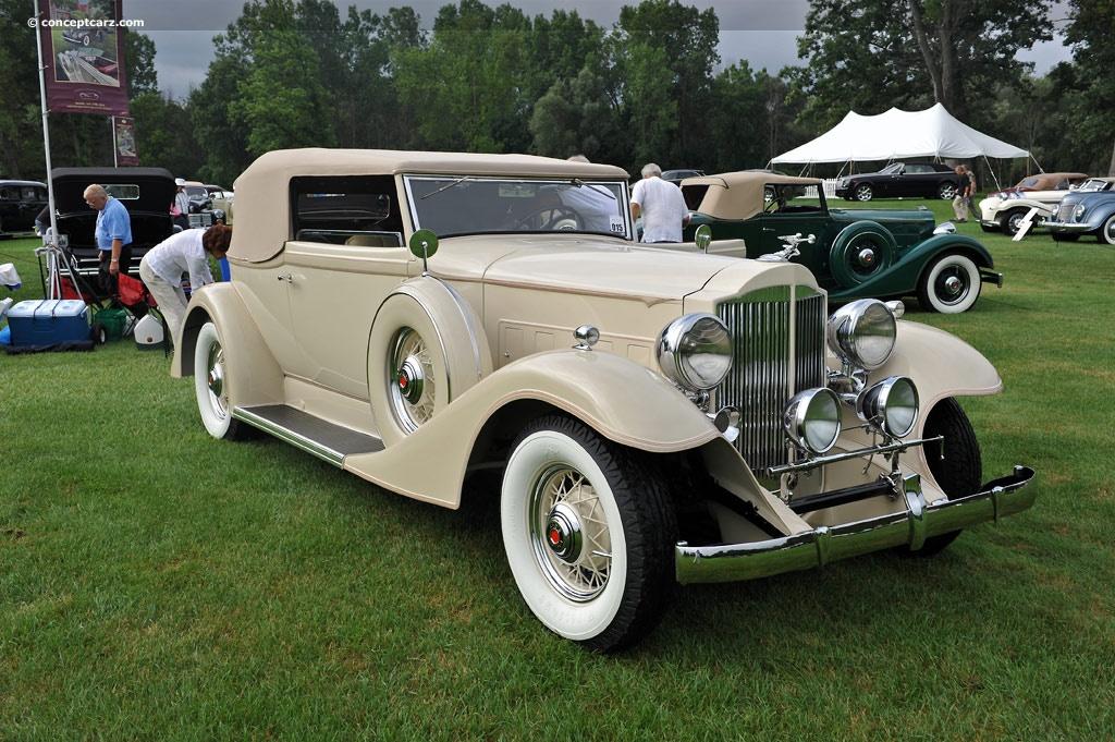 1933 Packard 1002 Standard Eight Image
