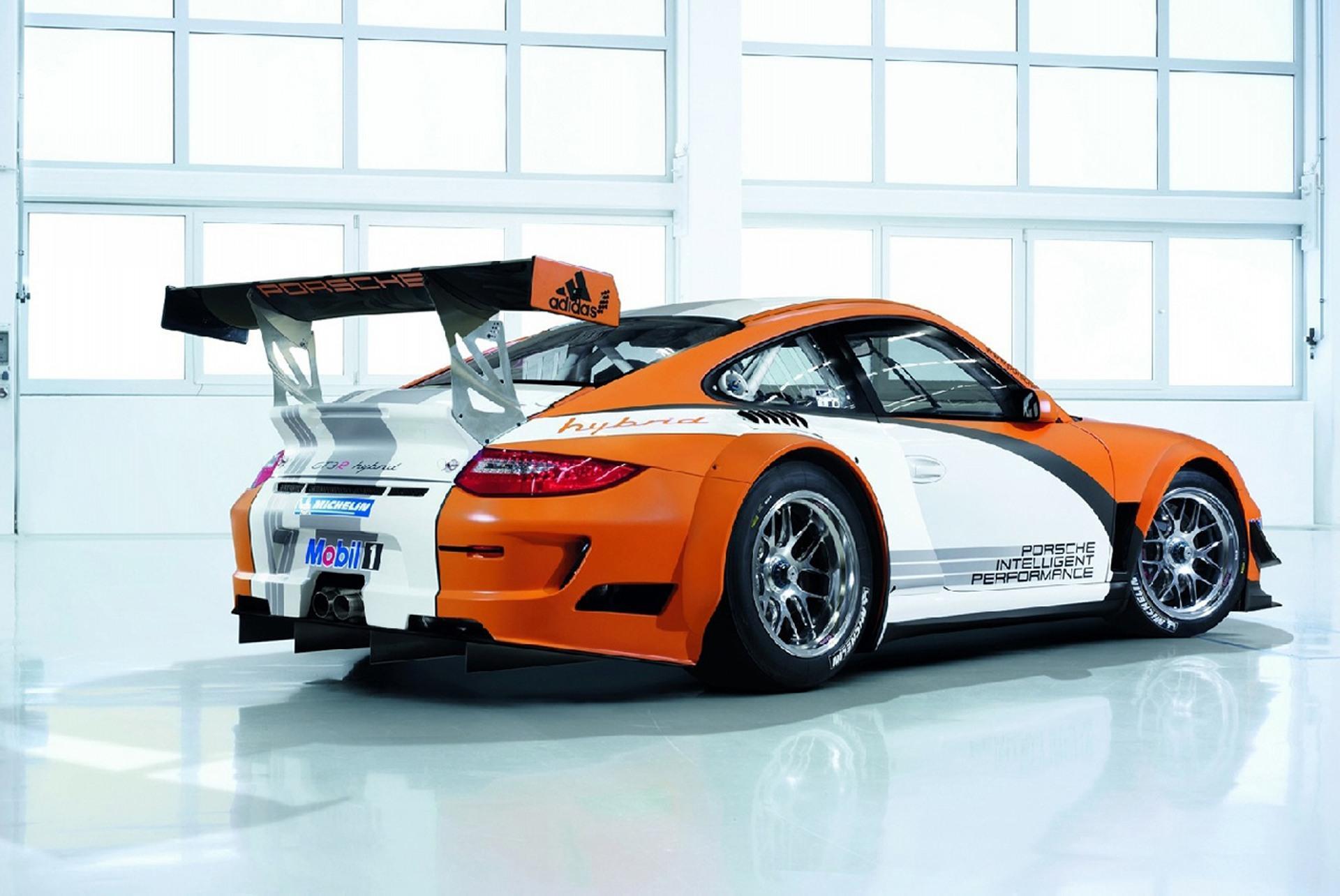 2010 Porsche 911 GT3 R Hybrid Image