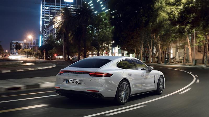 2018 Porsche Panamera Turbo S E-Hybrid Image