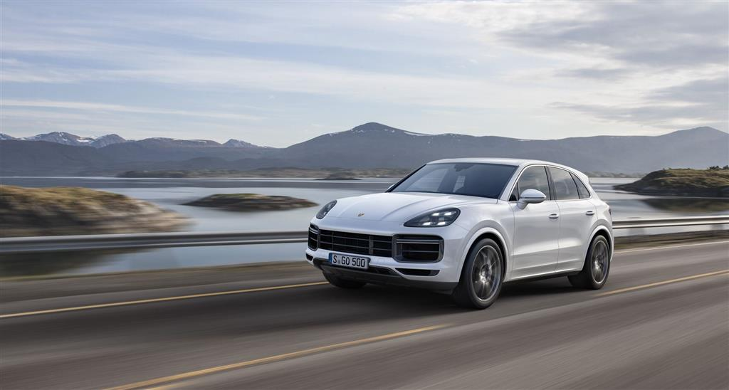 Porsche Cayenne Turbo pictures and wallpaper